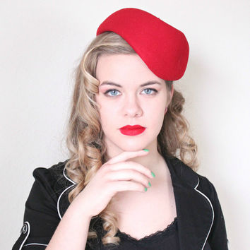 1940s Hat / VINTAGE / 40s Hat / Tilt / Red / Military Style / Sequins / Felted wool / BEAUTY