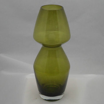 Riihimaki green glass vase by  Aimo Okkolin. Stylish 1960s Finnish design by Riihimäen Lasi Oy glass comany. Vintage Scandinavian glass