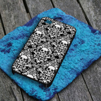 Black Damask Skull Pattern iPhone 5 iPhone 4 / 4S Plastic Hard Case Soft Rubber Case