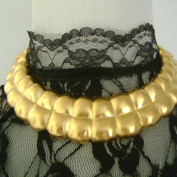 Vtg ESSEX Ladies Costume Jewelry Modernist Quilted Pattern Design Matte Finish Goldtone Sleek Bold Flexible Double Hinged Cleopatra Necklace
