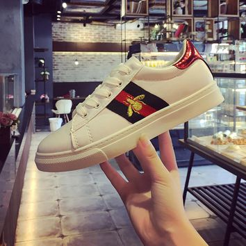 Kjstyrka 2018 New Designer Casual Embroidery Bee Shoes Woman Sneakers Spring Autumn Fashion Espadrilles Ladies Flats