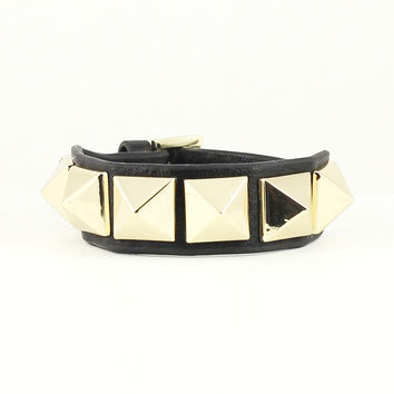 LEATHER PYRAMID STUD WRAP BRACELET - BLACK