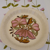 Oh so pretty, retro pink flower Palissy cake plates!!