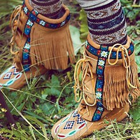Manitobah Womens Annie Mckay Moccasin - Tan