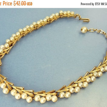 Vintage Trifari Gold Tone & Pearl Necklace