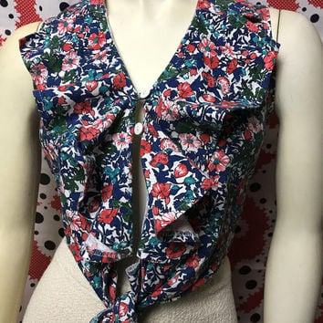 Vintage Floral Sleeveless Front Tie Blouse / Cute Ruffle Collar Crop Top / Boho Hippie Country Western Tank Top /  Flower Print Belly Shirt