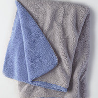 AEO APT Plush Throw Blanket, Blue