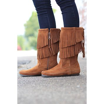 Minnetonka: 2-Layer Fringe Boot {Brown} - Size 6