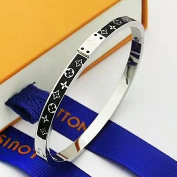 LV Louis Vuitton Fashion New Monogram Women Men Bracelet Accessories Silver
