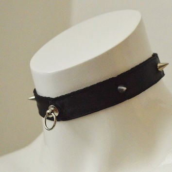 Gothic spiked choker - Simply spiked - kitten play dark black and collar with pentagram pendant or bell - tug proof bdsm necklace
