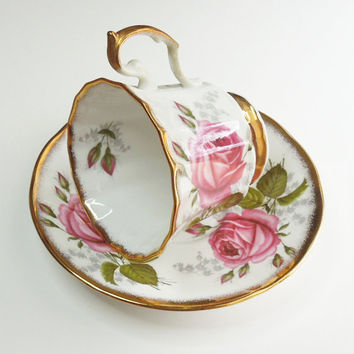 Queen's China Staffordshire teacup tea cup saucer with red roses - In excellent condition - English fine bone china