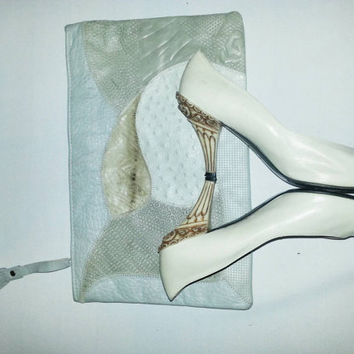 8 1/2 Pollini, made in Italy. VERO CUOIO.   Vintage Timeless Bone beautifully carved heel Pollini pumps.