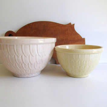 Vintage McCoy Nesting Bowls Mixing Bowls Feather Pattern Artichoke Fish Scale Petal Pattern White Yellow Ware