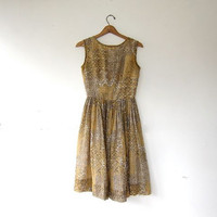 vintage 50s sun dress. Gold & taupe house day dress. Floral garden summer sundress.