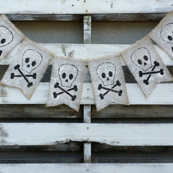 Halloween Skull and Bones Burlap Banner, Halloween Banner, Halloween Decor, Halloween Photo Prop, Halloween Wedding Decor, Scary Banner