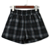 Black Plaid Elastic Waist Woolen Shorts