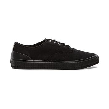 Fred Perry Laurel Wreath Newstead Canvas in Black