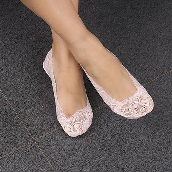 1 Pair Chic Woman Lady Girls Anti-shedding Cotton Lace Antiskid Invisible Liner No Show Peds Low Cut Socks