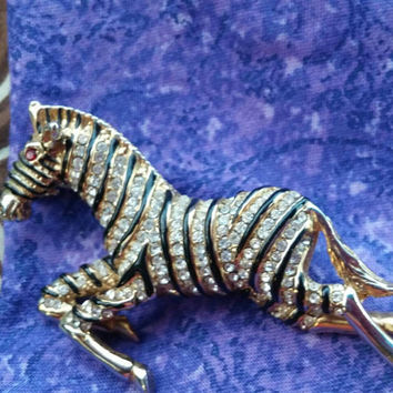 An Beautiful Vintage Zebra Brooch Silver Tone. Free Shipping USA