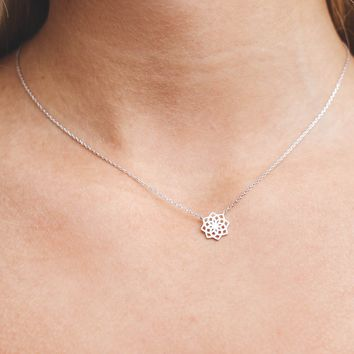 Silver Flower Pendent Necklace