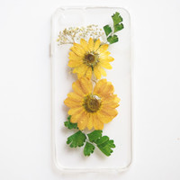 The Vintage Yellow Daisy pressed flower phone case