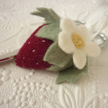 Strawberry Felt Pincushion Scissor FOB Sewing Charm Felted Wool Sewing