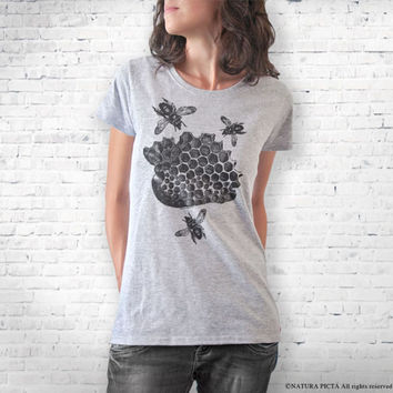 Vintage bees T-shirt-queen bee t-shirt-insect tank top-bee tees-bee shirt-gift for her-bee tee-holiday gift-cool tees-NATURA PICTA NPTS098