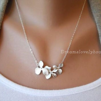 Christmas Gift, Flower Necklace, Trifoliate Leaf Pendant, Silver Flower Necklace, Lariat Necklace, Woodland Jewelry, Flower charm T-13