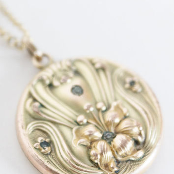 Vintage Art Nouveau Necklace / Antique Victorian 1899 Floral Lily Gold Filled Photo Locket