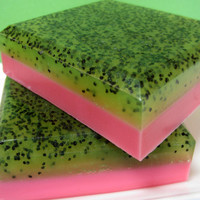 Strawberry Kiwi Poppyseed Soap - Fruit - Goats Milk - Glycerin soap - Exfoliating soap, Summer soap, Dessert Soap