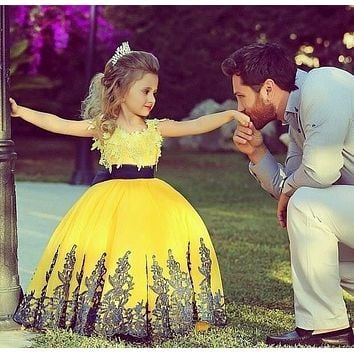 Yellow 2016 Princess Pretty Girl Ball Gowns With Appliques Flower Girl Dresses O-neck Spaghetti Strap Floor Length