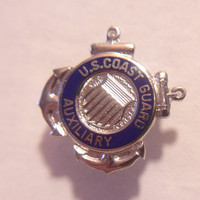 US Coast Guard Pin Military Service Armed Forces Unisex Accessories