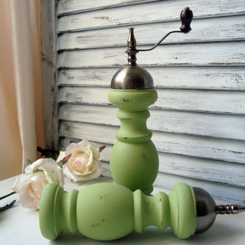 Green Vintage Pepper Mill and Salt Shaker Set, Garden Green Zen Inspired Pepper Grinder and Salt Shaker Set, Cottage Chic