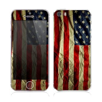 The Dark Wrinkled American Flag copy Skin for the Apple iPhone 5s