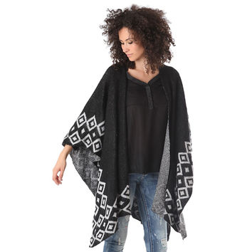 Wool poncho in pattern knit with tribal print