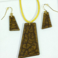 Resin gold and bronze pendant and earrings.   Handmade.