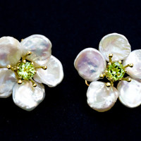 Petal Pearl-keshi pearl flower earrings with peridot center stone