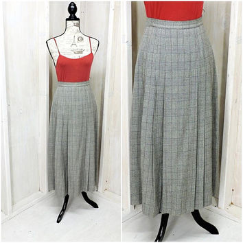 Vintage houndstooth maxi skirt / retro high waist long skirt  / 80s hounds tooth gray white plaid skirt / long pleated skirt size  S 5 / 6