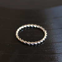 Stylish Fashion Minimalist Wire Twist Women Ring. Shiny Silver Color. Minimalist Stackable Ring. Lovely Gift for Her.