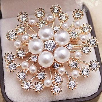 Popular Gold Color High Quality Imitation Pearl And Crystals Flower Bouquet Brooch For Wedding Elegant Women Gift Brooch Pin