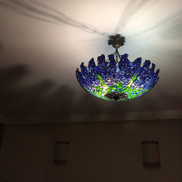Tiffany Wisteria plafond ceiling lamp. Stained glass handmade shade. Glass lightning vintage style. Vintage Tiffany lamp
