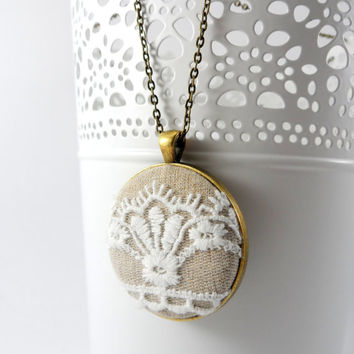 Cream Fleur De Lis Lace Necklace, Victorian Jewelry, Brass Pendant  Wedding, Bridesmaids, Pretty Fashion Statement