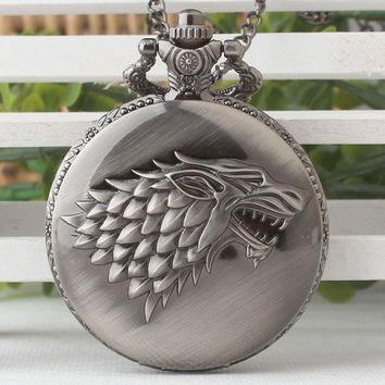 Hot Necklace Watches Gray Tone Honorable Stark House Wolf Quartz Pocket Watch Pendant Game of Thrones Theme Long Chain TD2081