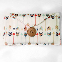 Arrow Clutch / Wallet / Simple / Coconut Button