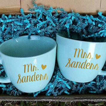 Mr. and Mrs. Mugs, Gift Set, Gift for Bride, His and Hers Gift, Newlywed Gift, Wedding Gift. Christmas Present. Gift for Her