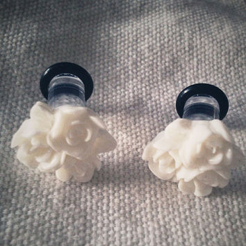 0g 8mm White Cluster Roses Acrylic Plugs Gauged by Glamsquared