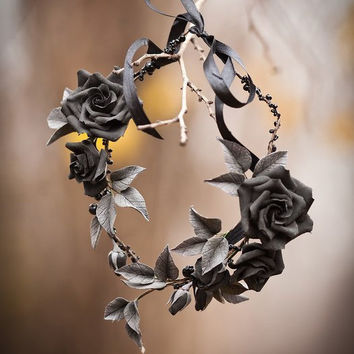 Black flower crown Black rose Gothic headpiece Dia de los muertos headpiece Black flower girl Tiara Princess of darkness Headband hallowen
