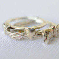 1970s vintage / Fede ring / gimmal ring / holding hands ring