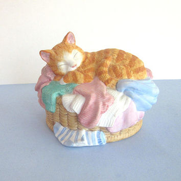 """Kitty cat music box figurine by San Francisco Music Box Company - 1994 collectible - plays """"It's a Small World After All"""" - child's room"""