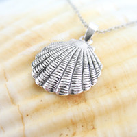 Scalloped Sea Shell Necklace